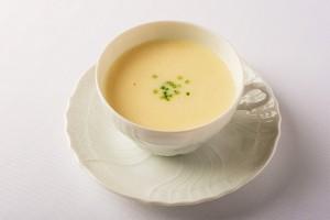 じゃがいもの冷製スープの写真