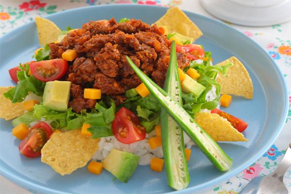 夏野菜のタコライスの写真